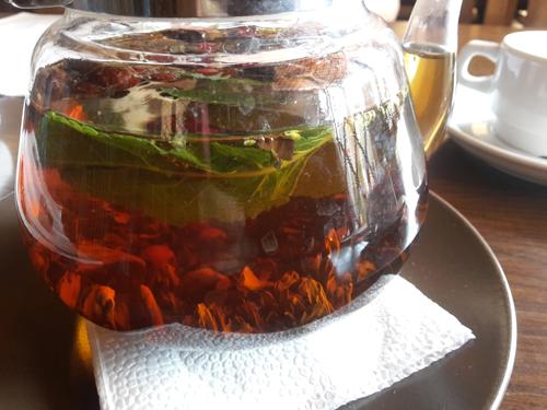 чай с чебрецом и шиповником