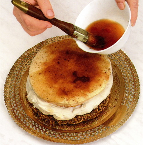 помада, глазурь, пралине и сиропы для тортов и пирожных