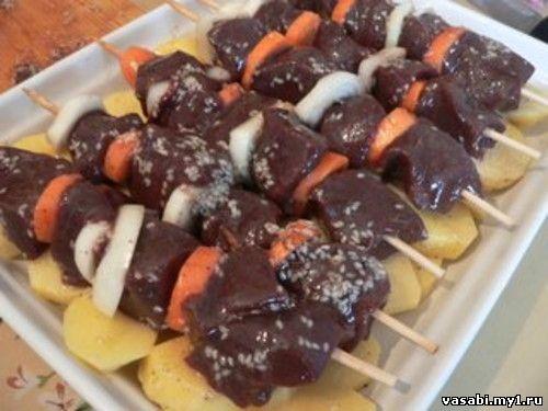 Говяжья печень на шпажках с картофелем